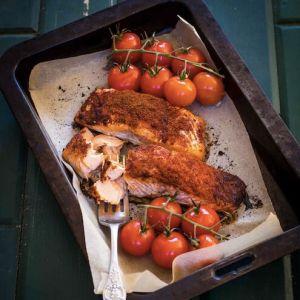 Запеченный в духовке лосось с паприкой